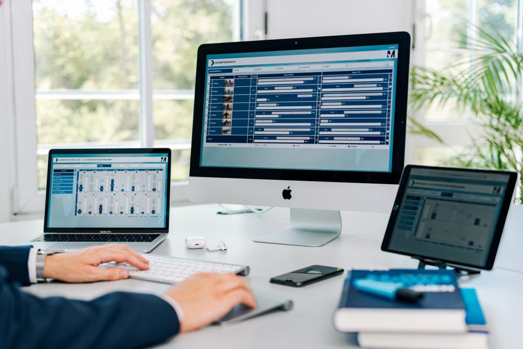 Das MSO TRACK-Tool unterstützt ein PMO bei der Sicherstellung des Projekterfolgs: Die MSO TRACK-Software vernetzt Kennzahlen, KPIs, Strukturen, Organigramme, Gremien, Prozesse, Kommunikationsdaten sowie das Berichtswesen und bildet damit die Erfolgsfaktoren eines PMOs ab, um den Programmerfolg sicherzustellen.